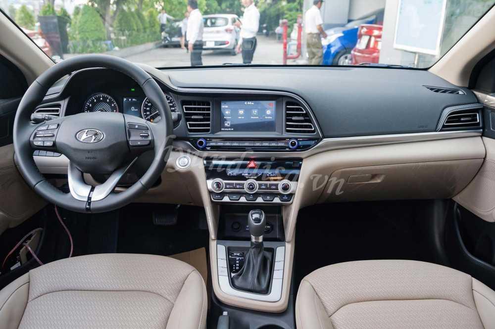 Giá Hyundai Elantra 2019 Lăn Bánh 4
